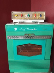 Suzy Homemaker Easy Bake Oven circa 1965. Courtesy EmericksEmporium, Etsy.
